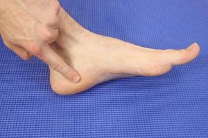 Bruised Heel Bone Treatment: Causes & Best Home Remedies 2019