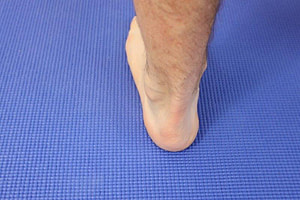 One Swollen Ankle Left Or Right Leg: Best Diagnosis & Treatment Guide 2020